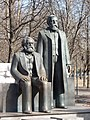 Marx Engels Denkmal Berlin - panoramio.jpg