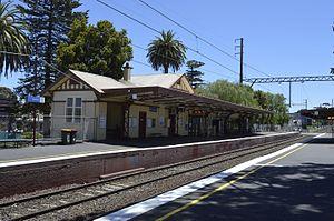 Mentone railway station - Building on platform 1.