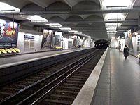 Metro Charles Michel Paris.jpg