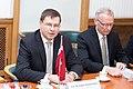 Ministru prezidents Valdis Dombrovskis tiekas ar Lietuvas premjerministru Aļģirdu Butkeviču (8367434354).jpg