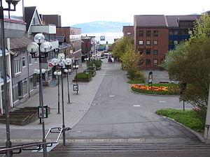 Blick von der Fußgängerzone bis zum Hafen