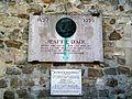 Montépilloy (60), monument Jeanne d'Arc sur le mur nord de l'église.jpg
