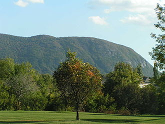 Mont Saint-Hilaire - The western part of the mountain, seen from the North