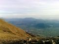 Monte Volturino - La valle dell'Agri dalla cresta meridionale del monte Volturino (sullo sfondo è il massiccio del Sirino).PNG