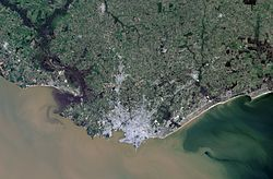 Montevideo, Uruguay, city and vicinities, LandSat-5 satellite image, near natural colors, 2011-08-21.jpg