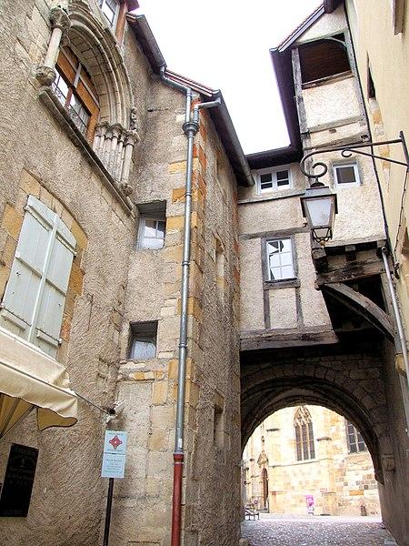 Fichier:Montluçon Passage du doyenné -1.jpg