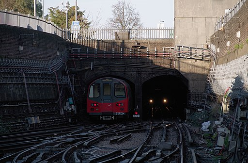 Morden tube station MMB 03 1995 Stock