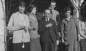 Morris Ginsberg - Morris Ginsberg with students c.1930.