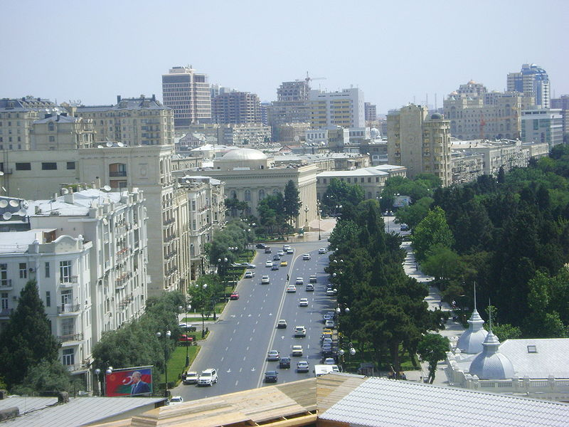Dosiero:Neftchilar avenue baku view from the maidens tower.jpg