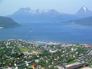 Nesna - View of the Nesna peninsula (front), Tomma (middle), Handnesøya (right), Hugla (left)