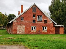 Old house near Raiskums palace - panoramio.jpg