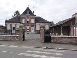 The town hall and school of Ollezy