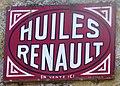 Oradour plaque huiles Renault sur le mur d'un garage.jpg
