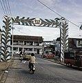 Paramaribo (voorbereiding onafhankelijkheid) erebogen in Paramaribo, Bestanddeelnr 254-9749.jpg