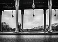 Paris Pont de Bir-Hakeim 20170630 couple.jpg