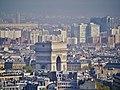 Paris Tour Eiffel Blick von der 2. Ebene auf den Arc de Triomphe de l'Étoile.jpg