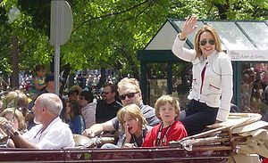 Patricia Heaton - Patricia Heaton and family in the Indianapolis 500 Parade, May 2008