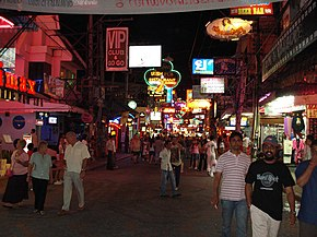 aa599c90d96 Natteliv i Pattays ofte omtalte Walking Street (2008).