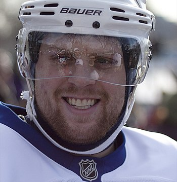English: Phil Kessel smiles for the crowd at t...