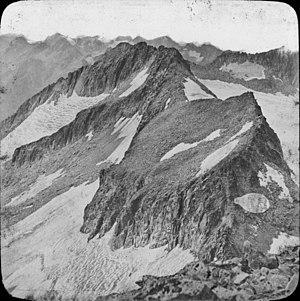 Maladeta - The peak of Coronas, with Medio and Maldito, with Maladeta to the far right, taken from the summit of Aneto