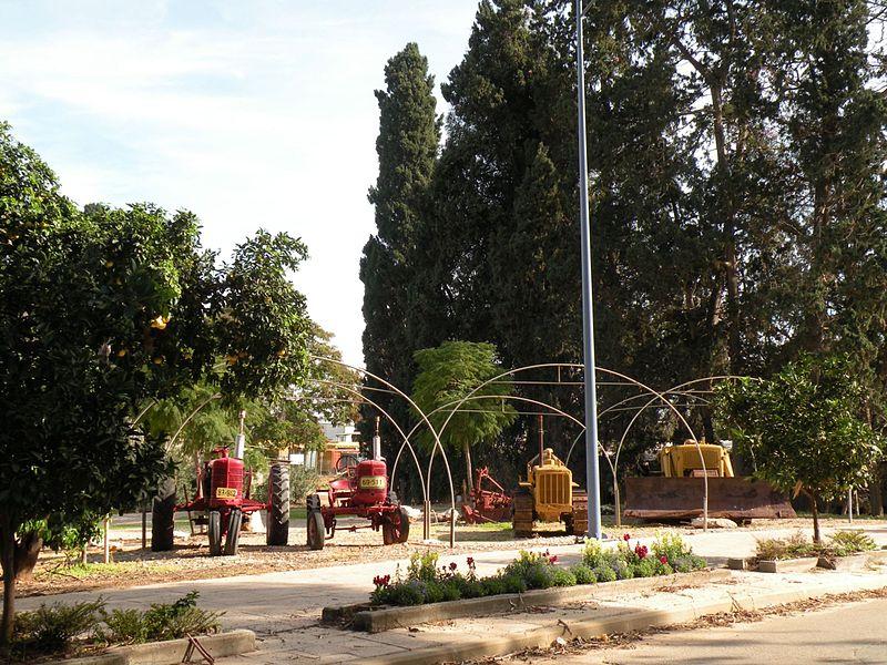 גן שמואל-תצוגת טרקטורים ישנים 2009
