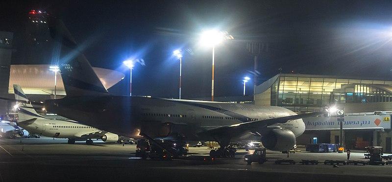 מטוסי אל על בלילה
