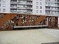 Plaque et stèle à Bonne Nouvelle.jpg