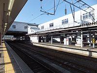 Platforms and tracks in Akita Station 20150506.jpg