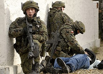 FB Beryl - Polish army soldiers of the 18th Bielsko Airborne Assault Battalion, wielding Beryl rifles equipped with EOTech sights, during a training exercise at the Joint Multinational Readiness Center (JMRC) in Hohenfels, Germany, Dec. 14, 2006.
