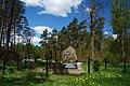 Pomnik w lesie - panoramio.jpg