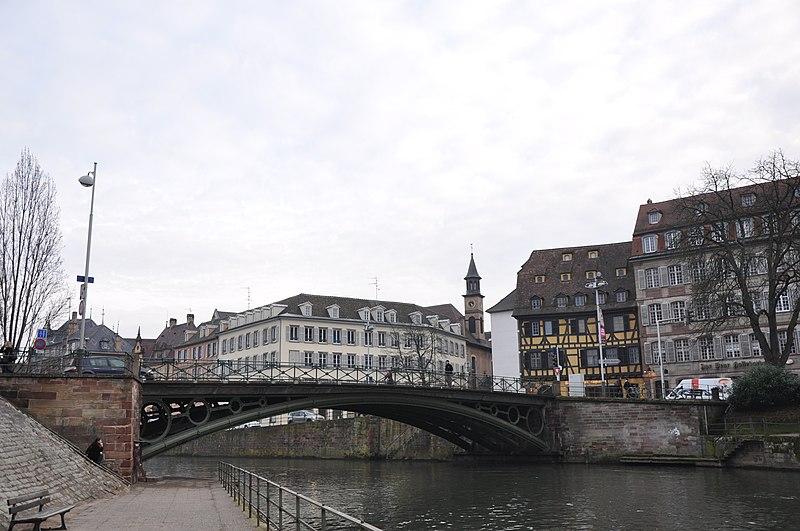 800px-Pont_Saint-Thomas,_%C3%89glise_Sai