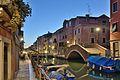 Ponte nuovo Rio Sant Anna Rio de la Tana Venezia notte.jpg
