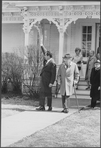 File:President Nixon with former President Harry S Truman at the Truman Library in Indepedence, Missouri - NARA - 194614.tif