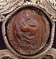 Properzia de' Rossi, nocciolo intagliato nello stemma della famiglia Grassi.jpg