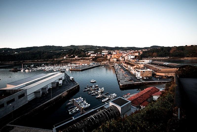 Archivo:Puerto de Guetaria.jpg
