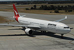 Qantas 72 arriving (5726584488).jpg