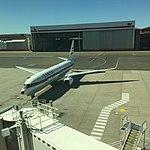 Qantas 737-800 VH-VXQ 'Retro roo 2' at SYD (30609208752).jpg