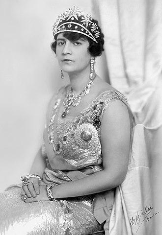 Soraya Tarzi - Formal photograph of Queen Soraya during her tenure as Princess Consort of Afghanistan