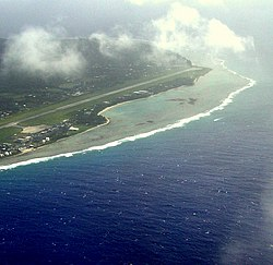 Der Rarotonga International Airport aus der Luft