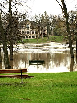 Red River flood May 2011.jpg