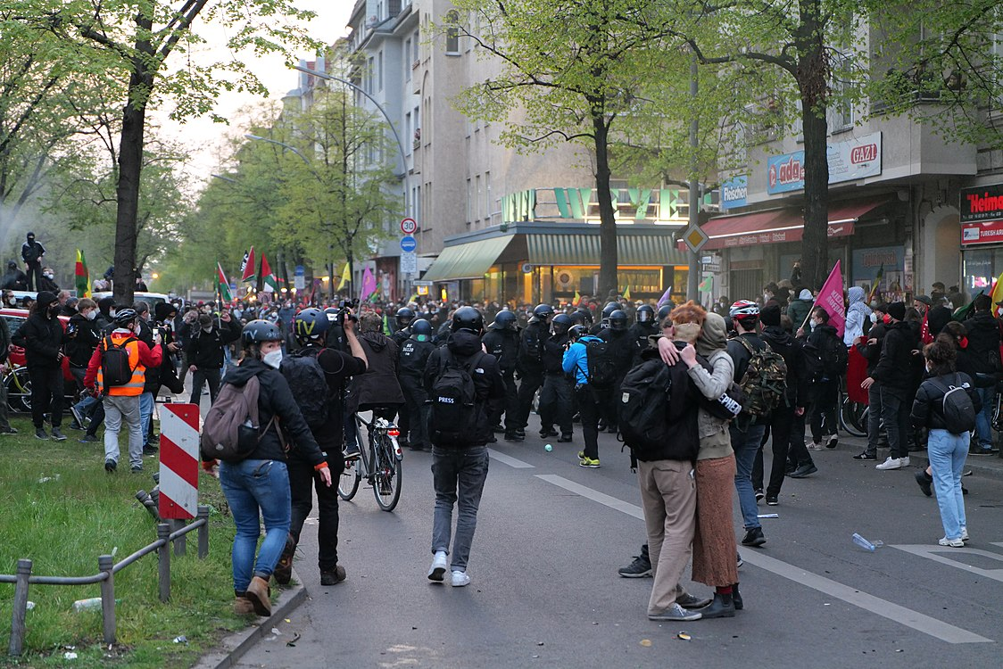 Revolutionary 1st may demonstration Berlin 2021 122.jpg
