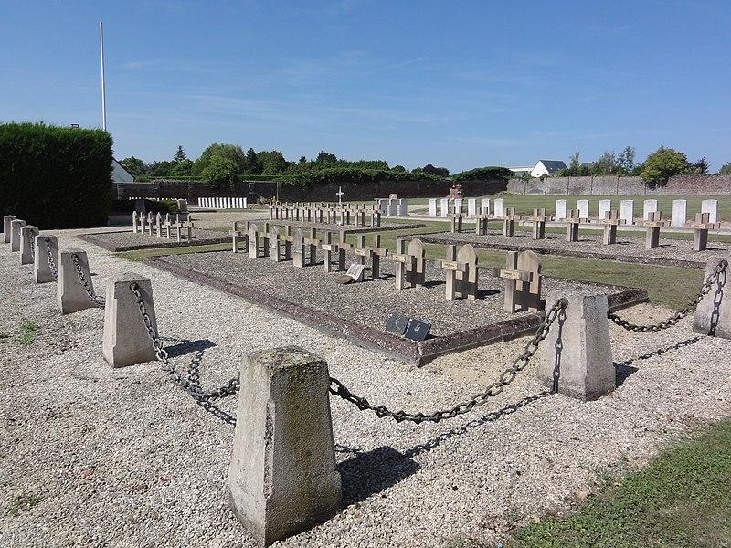 Ribemont (Aisne) cimetière, carré militaire 03