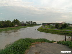 Rieka Trnavka pretekajúca cez Trebišov.jpg