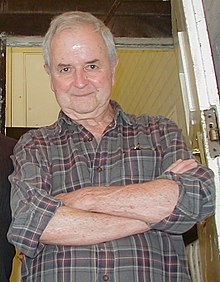 Rodney Bewes 2004 (cropped).jpg
