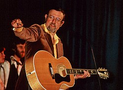 Roger Whittaker nel 1976 mentre si esibisce alla Weser-Ems-Hall di Oldenburg (Bassa Sassonia, Germania)  Immagine di Wilfried Wittkowsky