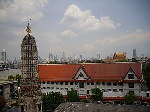 Thonburi Kingdom - Phra Racha Wang Derm, the former royal palace of King Taksin, now used as the Royal Thai Navy's HQ, view form Phra Prang of Wat Arun, Thonburi, Bangkok.