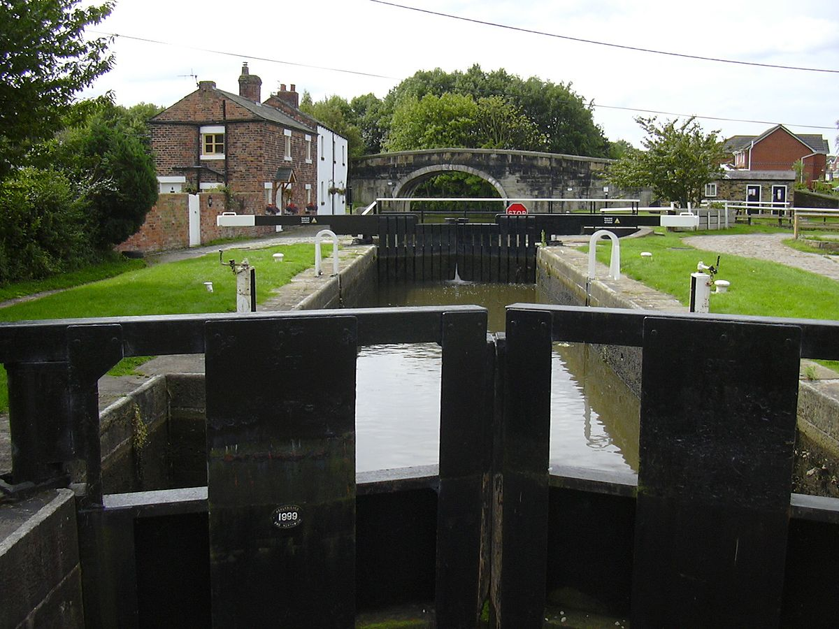 Rufford Branch of the Leeds-Liverpool Canal, Lancashire - Geograph 2034601.jpg