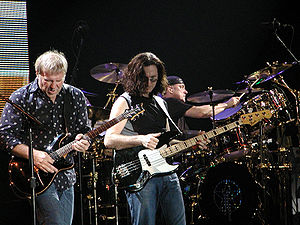 Peart (right) performing with Rush. Français :...