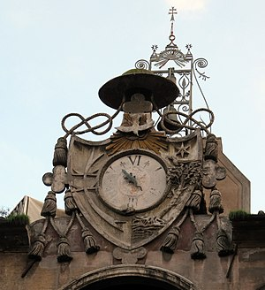 Ospedale di Santo Spirito in Sassia - The clock with salamander in the Courtyard of the Well