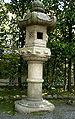 Saionji Stone Lantern (Ritsumeikan Univ, Kyoto, Japan).JPG